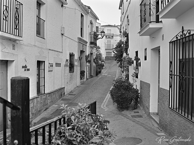 Jubrique - narrow cobbled streets and white houses