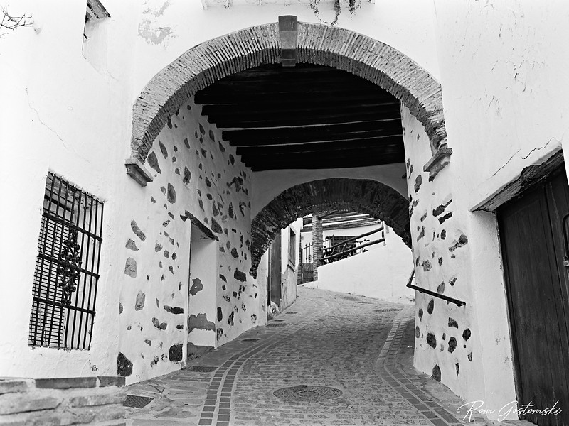 Jubrique - arches and tinao above a narrow street