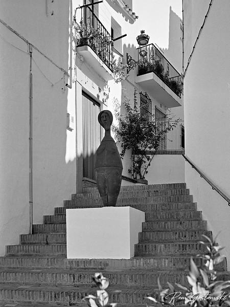 Genalguacil street art: Mujer Anfora, Reyes Alferez, 2000