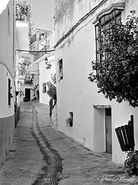 Genalguacil - white houses and a narrow street