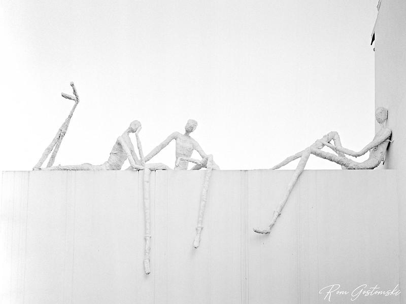 Genalguacil street art: Enchando una Encaza, Victor J Ara, 2000