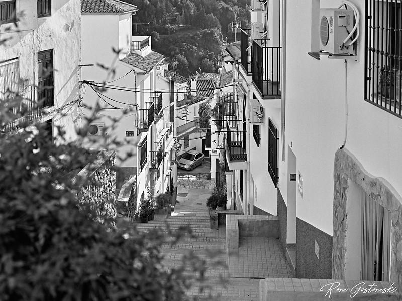 Cazorla - steps to the street below