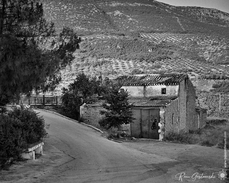 An old cortijo by the lake
