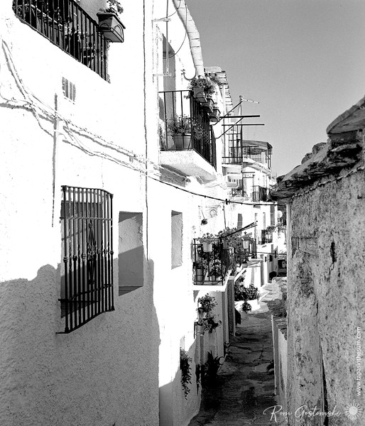 A narrow alley in Capileira