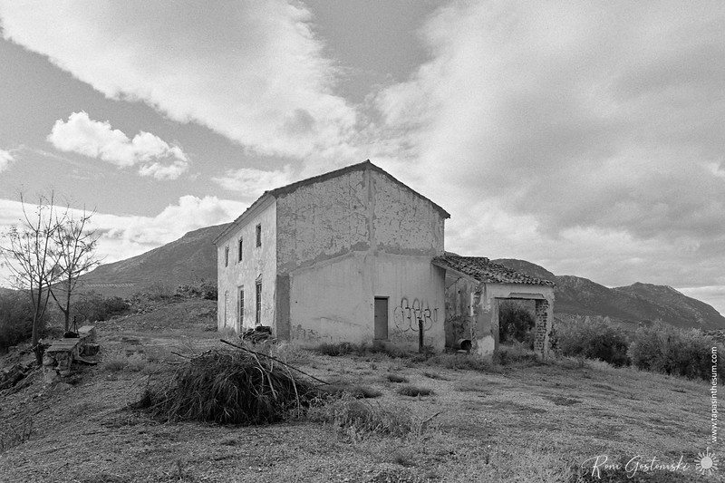 The abandoned cortijo site