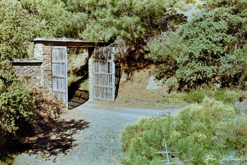 The entrance gate to Prado Toro