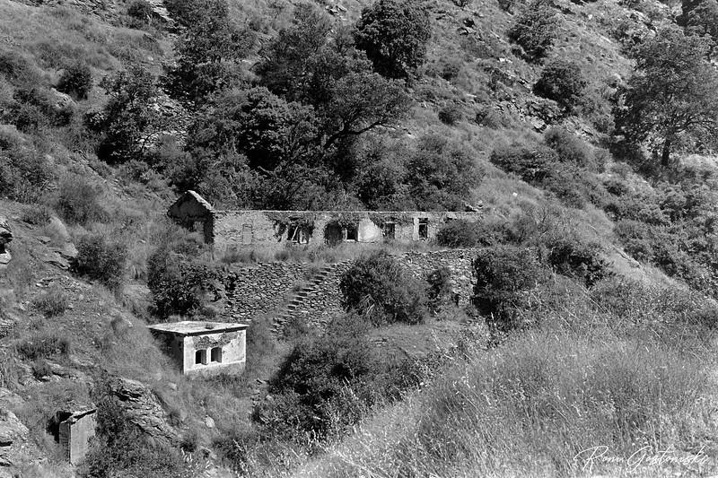 More abandoned buildings in La Cebadilla