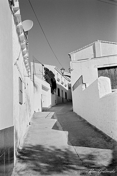 White houses and a narrow street in Alcaudete