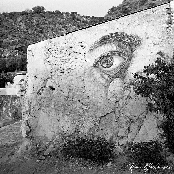 Watching you. A mural on a crumbling wall in Carchelejo