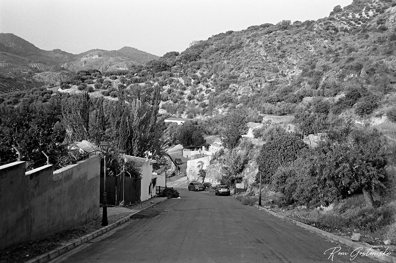 A road on the edge of Carchelejo
