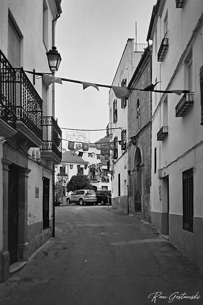 Carchelejo, narrow street leading to the town square