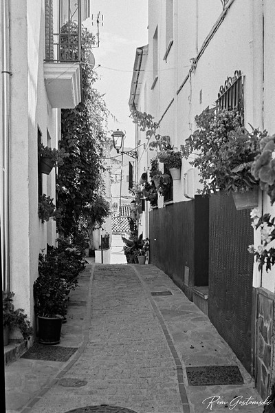 Some of the streets in Jubrique are very narrow; more like an al