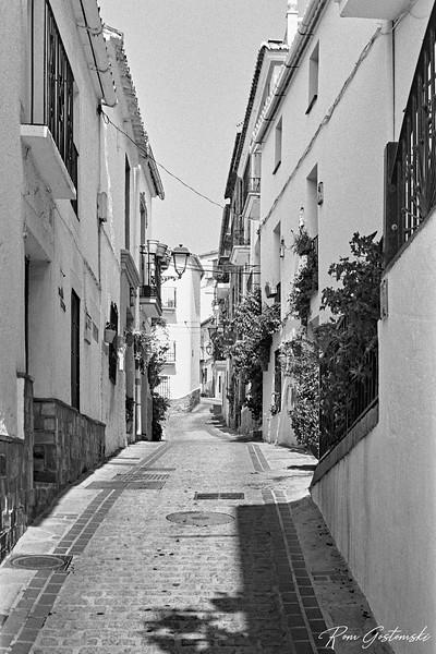 A narrow street in Jubrique