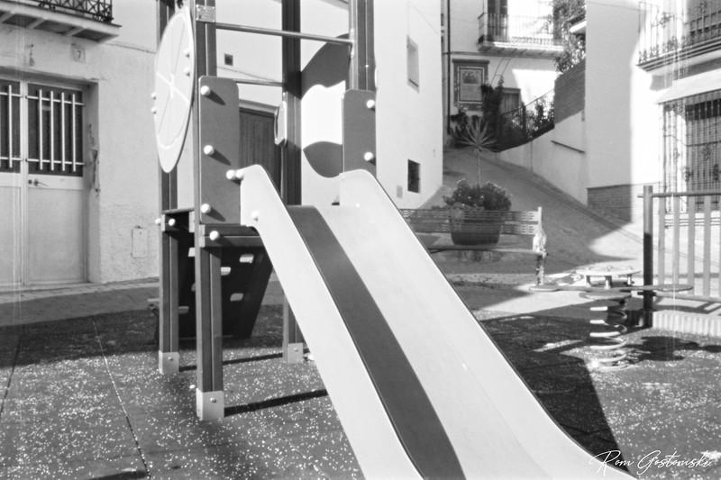 Through the pinhole - The slide, Jubrique