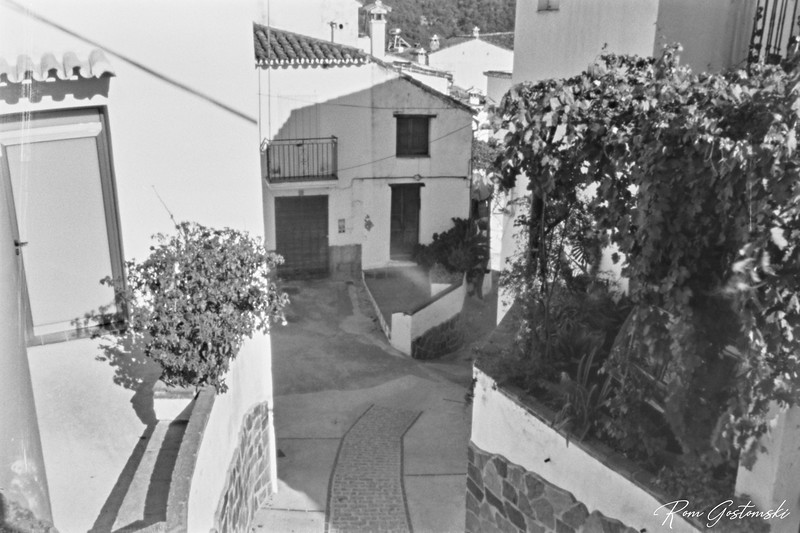 Through the pinhole - steep narrow streets in Jubrique