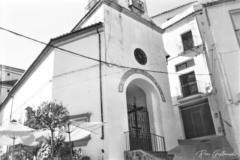 Through the pinhole - The entrance to Iglesia de San Francisco d