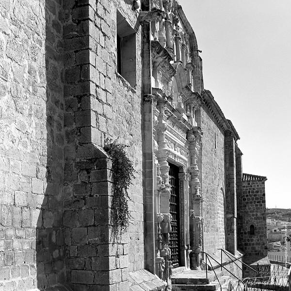 The front facade of Iglesia de Santa María la Mayor