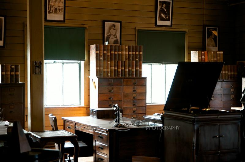 ©  Amy Gallatin 2014-07-25   Edison's Lab
