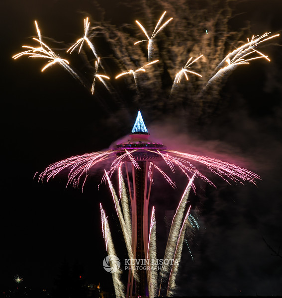 New Years fireworks at Space Needle 2017
