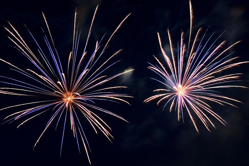 Another close up of two bursts.  Another thing I like is when fireworks have a feathered look about them.