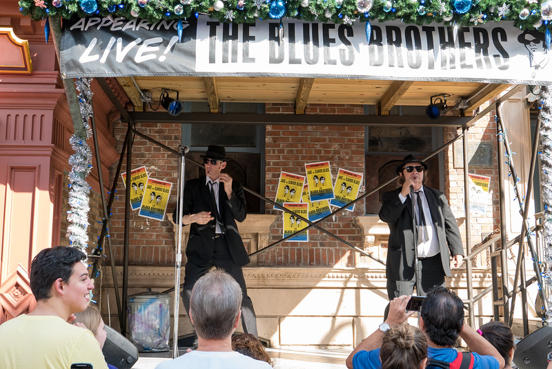 Blues Brothers give Christmas concert
