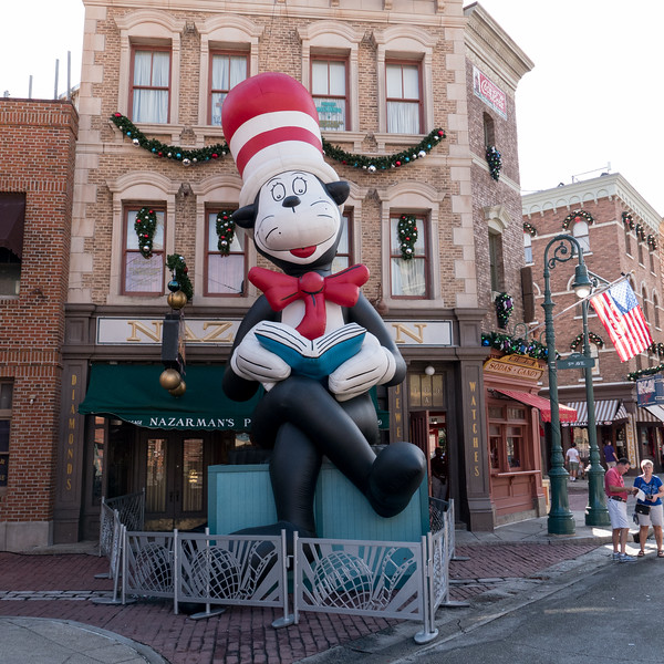 Cat in the Hat balloon