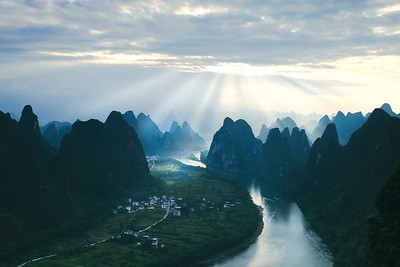 sunray cover Li river valley at dawn