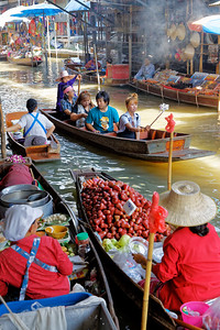 Damnoen Saduak Floating Market, Thailand (4)