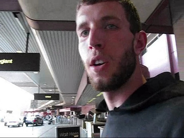 Me at the airport in Vegas after I got back from my weekend back in Washington. Thanks to Yvonne for the buddy passes to get back.