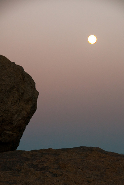 Moonrise in the Buttermilks.