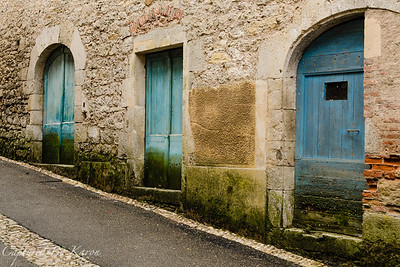 Three Blue Doors, Albas