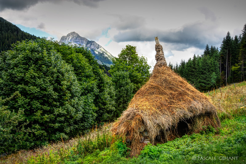 Grass hut in the Alps