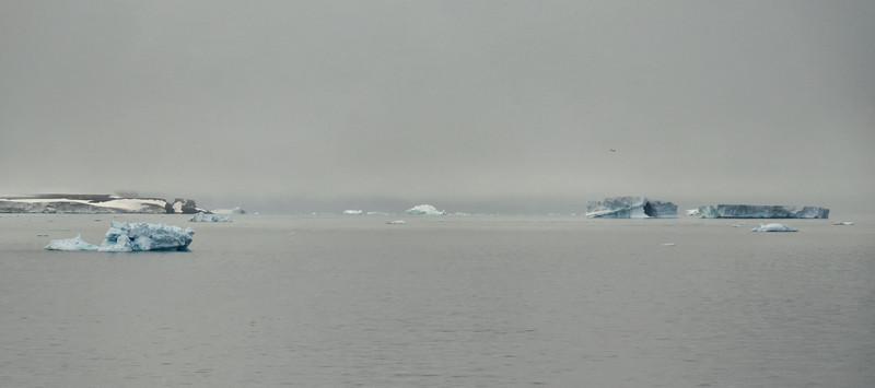 Cape Stolbovoy (Cape Säulen), W coast of Rudolf Island