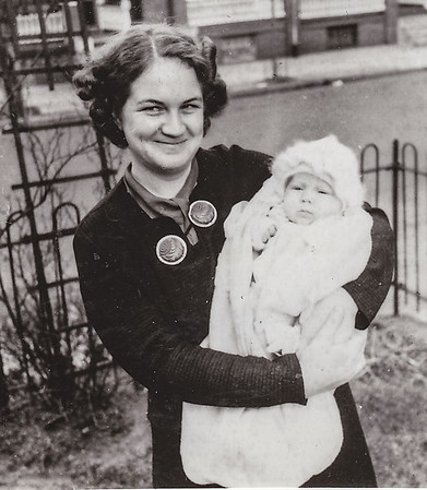 1939 04 Mom Joan