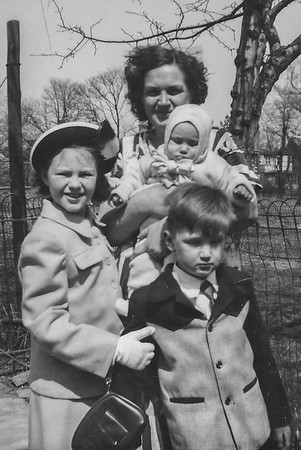 1950 04 Joan Mom Shirley Bob