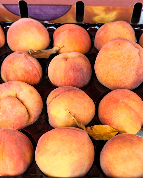 Yellow peaches at a farmer's market