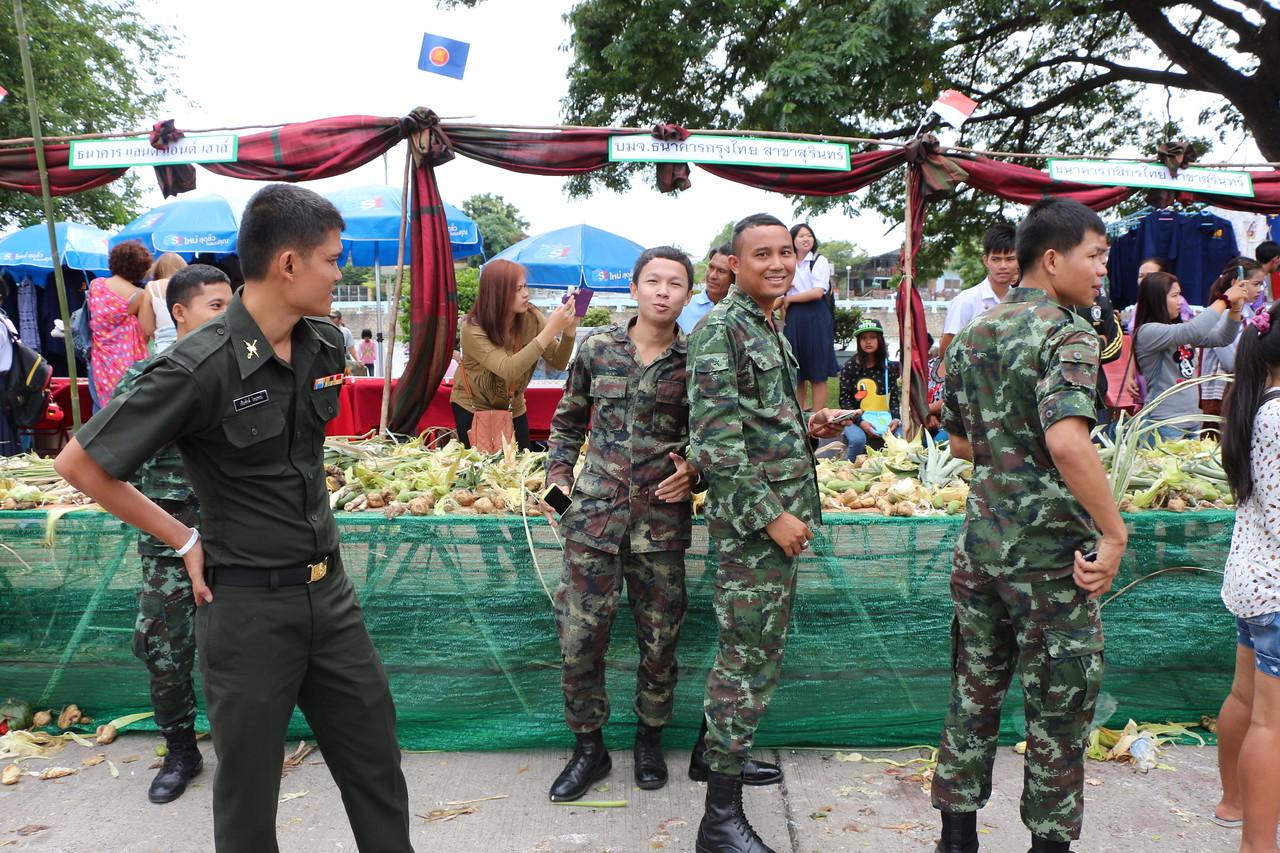 2014-11-14 Surin Elephant Welcome Feast 547