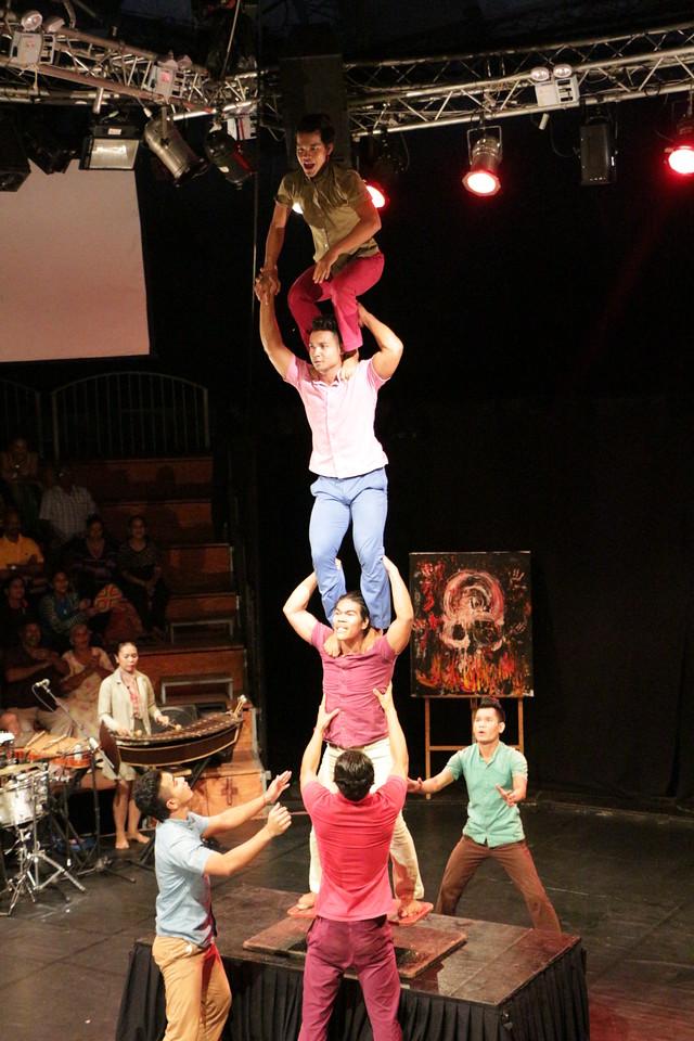 2014-11-27 Phare Cambodian Circus 102