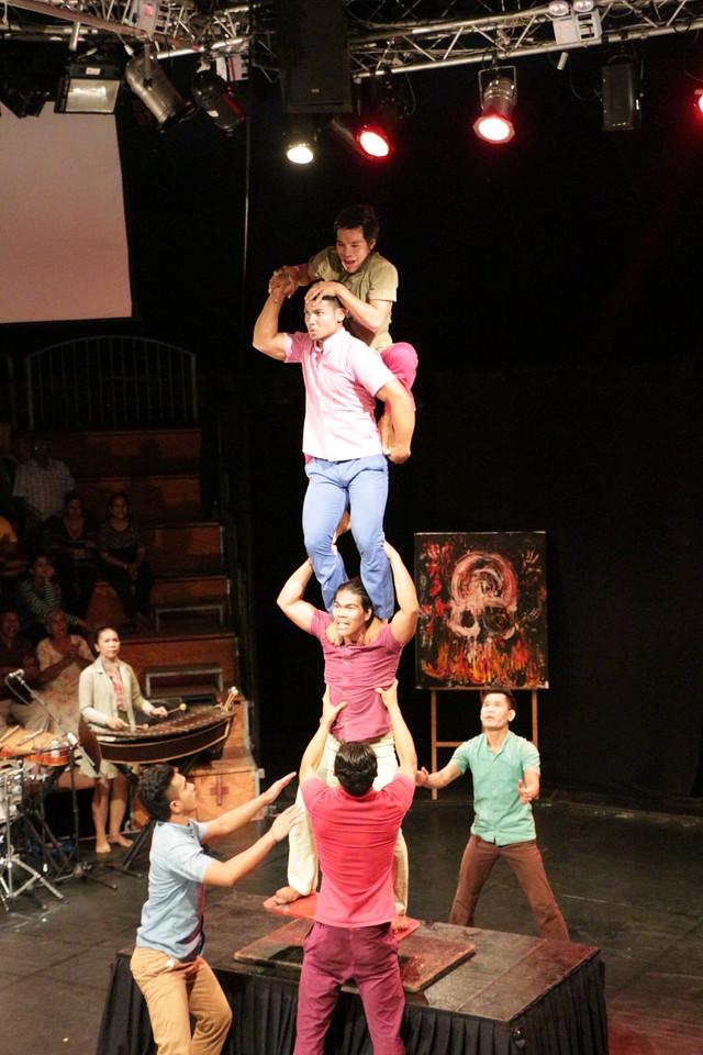 2014-11-27 Phare Cambodian Circus 099
