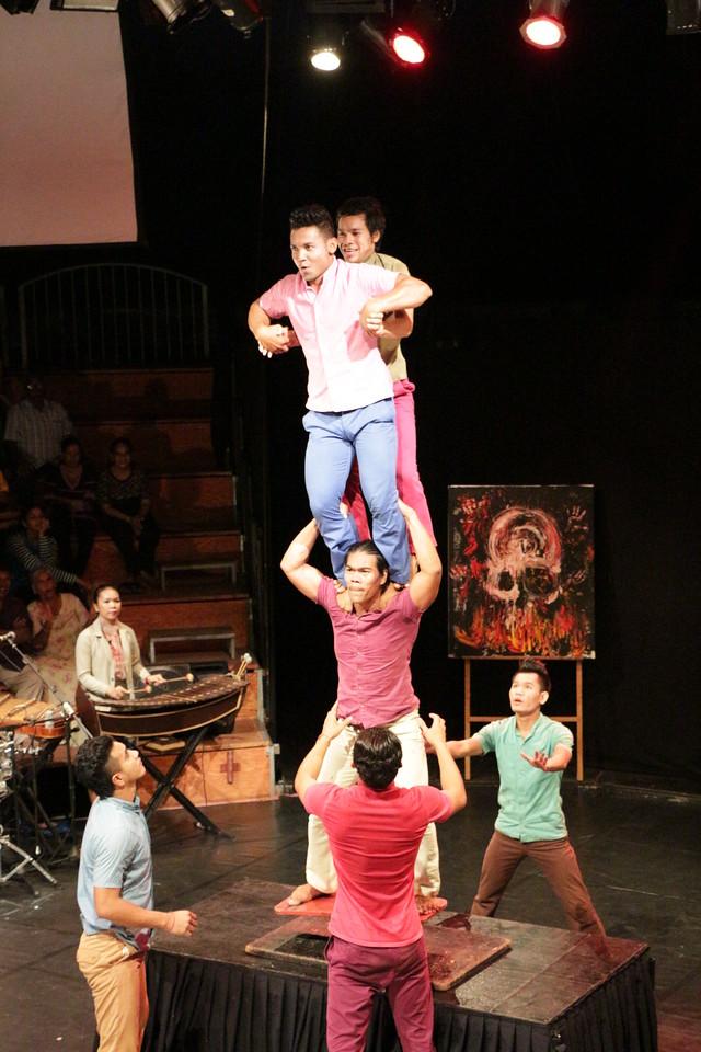 2014-11-27 Phare Cambodian Circus 092