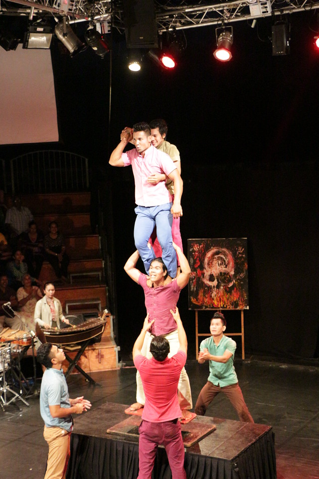 2014-11-27 Phare Cambodian Circus 096