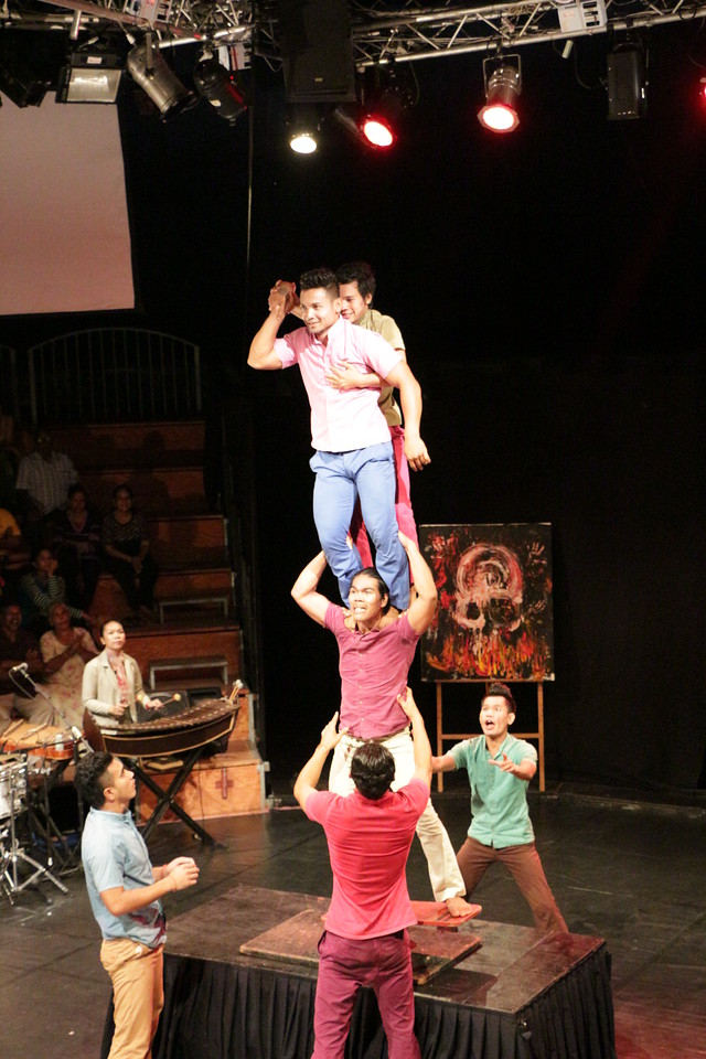 2014-11-27 Phare Cambodian Circus 095