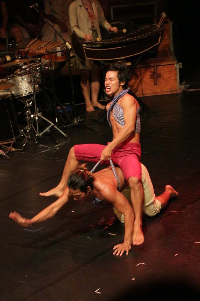 2014-11-27 Phare Cambodian Circus 118