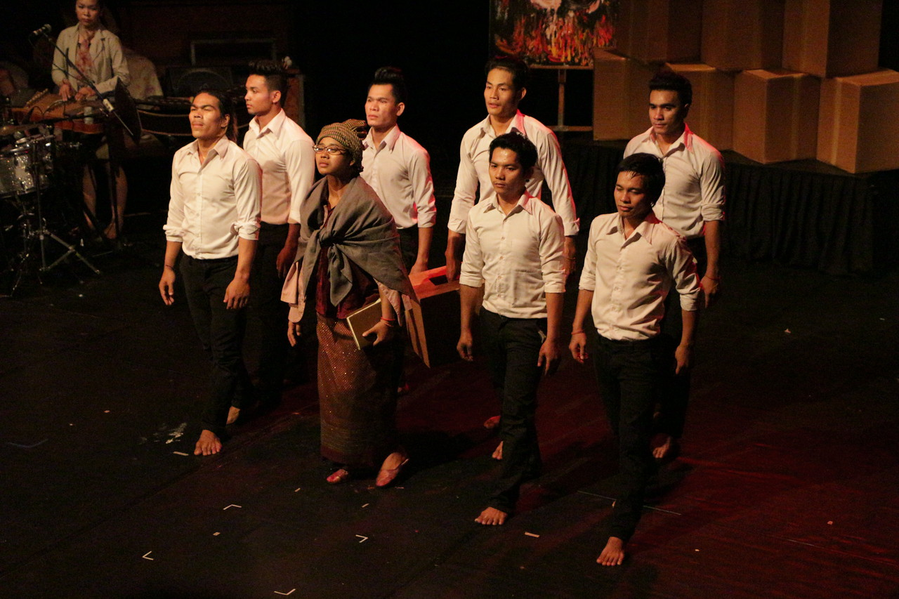 2014-11-27 Phare Cambodian Circus 140