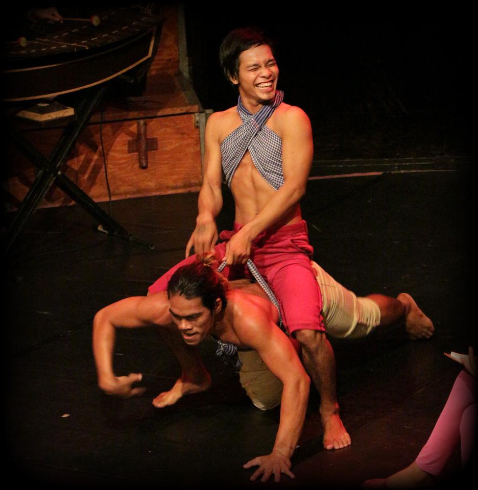 2014-11-27 Phare Cambodian Circus 115