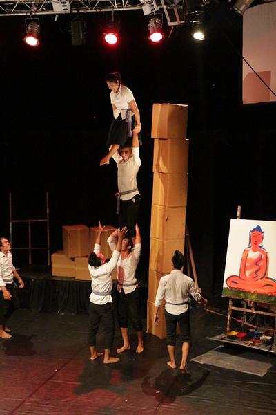 2014-11-27 Phare Cambodian Circus 014