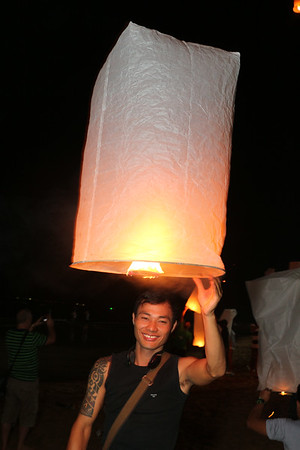 2013-11-17 Loy Krathong at Dongtan Beach
