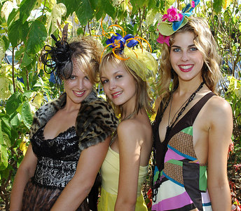 29 JUL 2006 TOWNSVILLE, QLD - Fashions on the Field entrants Jasmine Clark, Catrina Sinclair and Daisy-Ellen Henning at the Jupiters Townsville Cup Race Day - PHOTO: CAMERON LAIRD