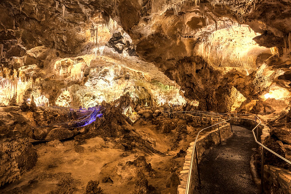 Path through Carlsbad Caverns