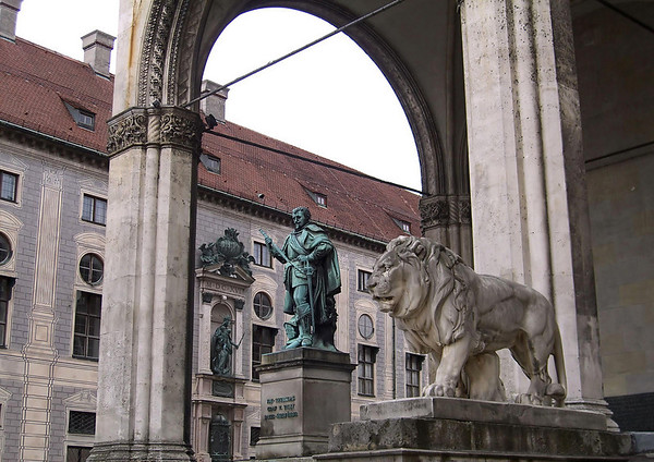 Statue of Johann Tserclaes (1559-1632), Count of Tilly (a commander of the Holy Roman Empire), at the Feldherrnhalle (Field Marshals Hall), erected to honor the leaders of the Bavarian army - with the Münchner Residenz (Munich Residence) beyond, which was the former Royal Palace of the Bavarian monarchs - Munich